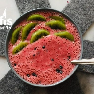Smoothie Strawberry Tarifi