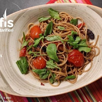 Domatello Spagetti – Spaghetti With Tomatoes  Olives  Walnut Tarifi